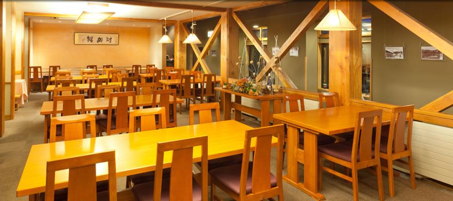 レストランでは、自家産野菜や信州の幸を生かしたお料理をご用意しております